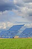 Agriculture, Clean energy, Clouds, Color, Cornfields, Enegia solar placas solares, Energy, Environment, Europe, Horizontal, La mancha province, Landscape, Production, Sky, Solar, Solar cells, Solar energy, Solar power, Spain, Vegetal, Vertical, K08-103191