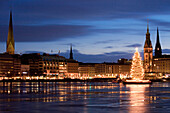 View over Inner Alster with Christmas tree in the evening, Hamburg, Germany