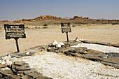 Two war graves of German soldiers during colonial war, Blutkoppe, Namib Naukluft National Park, Namib desert, Namib, Namibia
