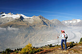 Woman hiking at track above glacier Grosser Aletschgletscher, Grosser Aletschgletscher, UNESCO World Heritage Site Swiss Alps Jungfrau - Aletsch, Bernese Alps, Valais, Switzerland, Europe