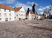 CULROSS FIFE Town house and cobble stoned square whitewashed homes