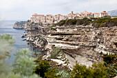Festungsstadt Bonifacio, Hafenstadt an der südlichen Spitze der französischen Mittelmeerinsel Korsika, atemberaubende Steilküste, Mittelmeer, Bonifacio, Korsika, Frankreich