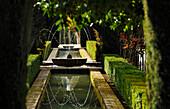 Springebrunnen in einem Garten, Granada, Alhambra, Andalusien, Spanien,  Mediterrane Länder
