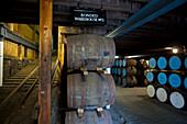Lagerhalle der Strathisla Distillery in Keith, Aberdeenshire, Schottland