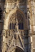 Blick auf die Westfassade der Kathedrale Saint-Vulfran, Abbeville, Dept. Somme, Picardie, Frankreich, Europa