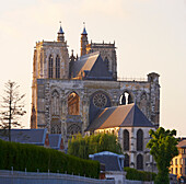 Blick auf Südostseite der Kathedrale Saint-Vulfran, Abbeville, Dept. Somme, Picardie, Frankreich, Europa