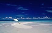 Beach, Chair, Farbe, Konzept, Contemporary, Verlassene, Leer, Holiday, Horizon, Horizontal, Freizeit, Outdoor, Sonnenschirm, Meer, Sommer, Sommerurlaub, Sonnenschutz, Regenschirm, Urlaub, Wasser