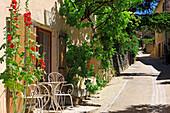 France, Provence, Vaucluse, Aurel, little street