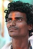 Inde, Bengale Occidental, Kolkatta, Hindu devotee at Kali temple