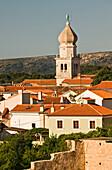 Dächer und Kirchturm der Stadt Krk, Kvarner Bucht, Insel Krk, Istrien, Kroatien, Europa