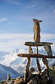 Cairn at Peterskoepfl with view to Zillertal range, Zillertal Alps, Zillertal, Tyrol, Austria