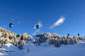 Cable car above snowy landscape, Alpe di Siusi, Alto Adige, South Tyrol, Italy, Europe