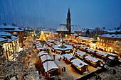 Christmas market in front of Bolzano cathedral in the evening, Bolzano, South Tyrol, Alto Adige, Italy, Europe