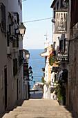 Spain, region of Alicante, Costa Blanca, Altea, pueblo antiguo street, the Mediterranean Sea in the back