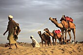 India, Rajasthan, Thar Desert, Sam Sand Dunes, people with camels