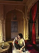 India, Rajasthan, Jaisalmer, Shreenath Palace Hotel, room, western tourist