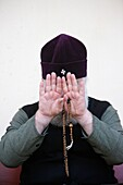 Israël, Yardenit, Camera-shy orthodox priest