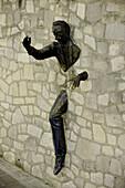'France, Paris, Montmartre, statue ''Le Passe Muraille'''