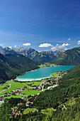 Blick auf den Achensee mit Karwendel und Rofangebirge, Tirol, Österreich