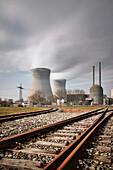 Schienen ins Atomkraftwerk Gundremmingen, Bayern, Deutschland