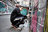 Young graffiti artist, sreet art, Melbourne, Victoria, Australien