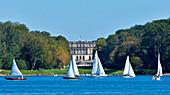 Sailboats on lake Chiemsee, Herrenchiemsee Palace in background, Chiemsee, Chiemgau, Upper Bavaria, Germany