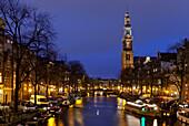 Kirchturm der Westerkerk bei Nacht, Prinsengracht, Amsterdam, Niederlande