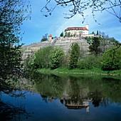 D-Vaihingen an der Enz, Enz, Enztal, Strohgaeu, Baden-Wuerttemberg, Schloss Kaltenstein in den Weinbergen, Flusslandschaft, Enzlandschaft, Wasserspiegelung, Fruehling, D-Vaihingen an der Enz, Enz, Enz valley, Strohgaeu, Baden-Wuerttemberg, Kaltenstein Cas