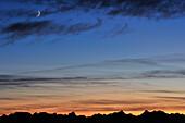 Gebirgskamm des Karwendel vor Abendhimmel, Risserkogel, Bayerische Voralpen, Oberbayern, Bayern, Deutschland