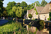 Houses at the Eye river in the sunlight, Gloucestershire, Cotswolds, England, Great Britain, Europe