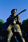 bronze, Elvis, Elvis Presley, entertainer, entertai. America, Bronze, Elvis, Elvis presley, Entertainer, Entertainment, Famous, Guitar, Holiday, Icon, Landmark, Legend, Memphis, Mon