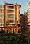 Galerias, verglaste Balkone, Paseo Maritimo, Hafenpromenade, Fischerhafen, La Coruna, A Coruna, Camino Ingles, Camino de Santiago, Jakobsweg, Pilgerweg, Galicien, Nordspanien, Spanien, Europa