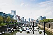 Media Harbour and buildings designed by Frank Gehry, Duesseldorf, North Rhine-Westphalia, Germany, Europe