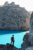 Hiker above the bay of Sa Calobra, Cala de Sa Calobra, end of the canyon Torrent de Pareis, romantic beach, Serra de Tramuntana, Unesco World Cultural Heritage, Mallorca, Spain