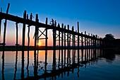 Myanmar (Burma), Mandalay State, Amarapura, Taungthaman lake, U Pein Bridge, the longest teak bridge in the world reaching 1,2 km