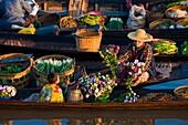 Myanmar (Burma), Shan State, Inle Lake, village of Ywama, the floating market