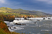 Houses at Sonoma's coast after a landslide near Bodega Bay, Pacific Ocean, Sonoma, Highway 1, California, USA, America