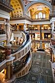 USA, Nevada, Las Vegas, The Strip, Las Vegas Boulevard, Forum Shops, interior