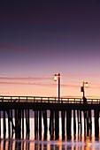 USA, California, Southern California, Santa Barbara, Stearns Wharf, dawn