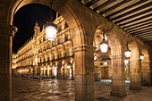 Spain, Castilla y Leon Region, Salamanca Province, Salamanca, Plaza Mayor, arches