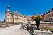 architecture , bresse , building , Burgundy , castle , color image , day , Europe , France , horizontal , imposing , impressive , mansion , outdoor , palace , picturesque , Pierre , residence , romantic , V04-1535649 , AGEFOTOSTOCK