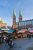 architecture , Bremen , building , Christmas , Christmas market , color image , day , Europe , festive , Germany , market , outdoor , season , vertical , V04-1589886 , AGEFOTOSTOCK