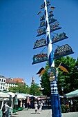 Maypole, Viktualienmarkt square, Munich, Bavaria, Germany, Europe
