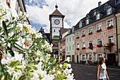 Martinstor und Gasthof Bären, der älteste Gasthof Deutschlands in der Altstadt, Freiburg im Breisgau, Schwarzwald, Baden-Württemberg, Deutschland, Europa