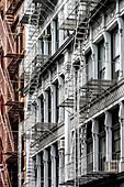 Typische Fassade mit Feuertreppen, Cast Iron District, Soho, Manhattan, New York City, New York, USA