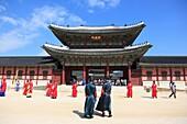 Changing of the guards, Gyeongbokgung Palace, Palace of Shining Happiness, Seoul, South Korea, Asia