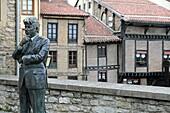 Statue of the writer Ken Follet, Vitoria, Medieval quarter,Alava,Spain
