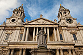UK, London City, St. Paul Cathedral, Queen Anne Statue
