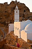 North Africa, Tunisia, Tataouine province, cave-dwelling berbere village, Chenini, the ksar, the old fortified village was used to protect people in case of an attack but also as a stockroom for the food
