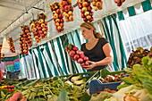 Seller wit Hoeri onions, Moos, Hoeri, Lake of Constance, Baden-Wurttemberg, Germany